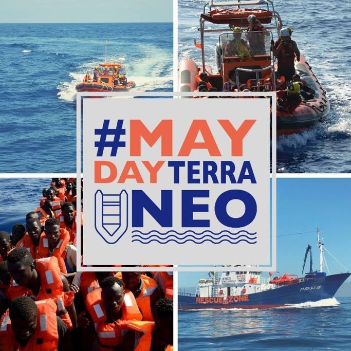 Embarcación llevando a cabo acciones de salvamento Marítimo en el Mediterráneo